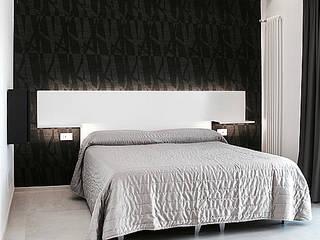 camera da letto: Hotel in stile  di nicola castellano | designer