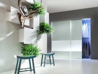 Modern dressing room by CARE MOBILIARIO MADRID,S.L. Modern