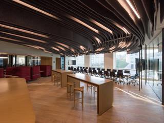 Cushman & Wakefield: Estudios y oficinas de estilo  por Serrano Monjaraz Arquitectos