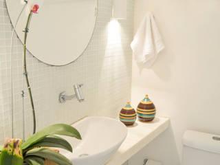Baños de estilo tropical de Studio Prima Arq & Design Tropical