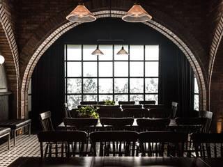 Salón Sociedad: Salas de estilo  por OTRA ARQUITECTURA