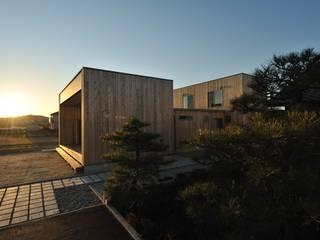 木の外壁の家: 杉浦建築計画事務所が手掛けた家です。