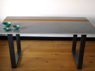 Beton-Tisch FLUSSO:   von fattoAmano