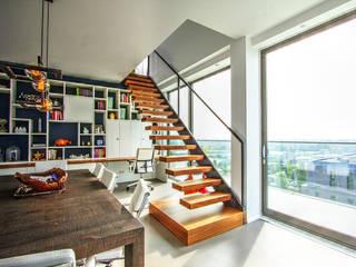 الممر والمدخل تنفيذ Van Bruchem Staircases & Interiors