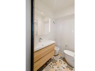 Minimal style Bathroom by ADMETLLER arquitectura Minimalist