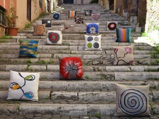 Collezione dei cuscini decorativi:  in stile  di Elena Kihlman