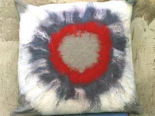 Cuscino 200 red:  in stile  di Elena Kihlman