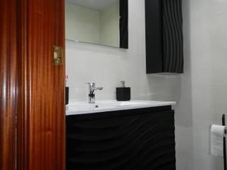 Modern Bathroom by Marcos Reforma Modern