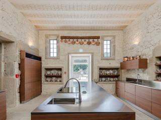 Hotel Paço de Vitorino: Cozinhas  por PROD Arquitectura & Design,Clássico