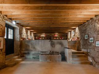 Hotel Paço de Vitorino: Adegas  por PROD Arquitectura & Design