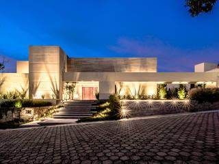 Casas de estilo  por Sobrado + Ugalde Arquitectos