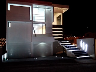 CASA SOBRE DICEÑO: Casas de estilo  por + Ingenio Arquitectura y Diseño