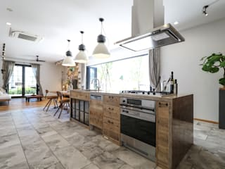 ジャストの家 Rustic style kitchen Marble Wood effect