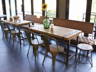 Mobiliário personalizado - Mesas e Bancos corridos Capitoné: Sala de estar  por Glim - Design de Interiores