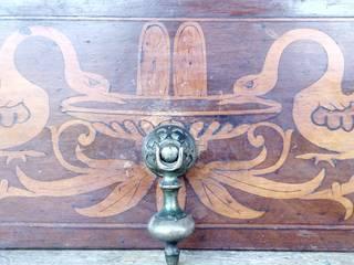 Restauro ligneo di arredi e opere d'arte , artigianato artistico Dining roomDressers & sideboards Parket Wood effect