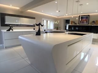 Hey-Doherty's Kitchen:  Kitchen by Diane Berry Kitchens