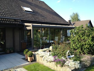 Classic style garden by Mester Fenster-Rollladen-Markisen Classic