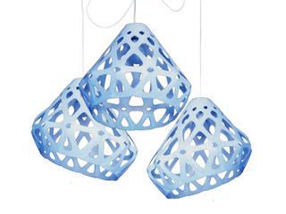 ZAHA LIGHT голубая трехрожковая люстра:  в . Автор – Spaces Bureau