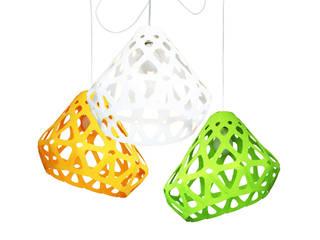 ZAHA LIGHT трехцветная трехрожковая люстра:  в . Автор – Spaces Bureau
