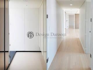 Modern Corridor, Hallway and Staircase by Design Daroom 디자인다룸 Modern