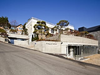 Casas modernas de 더 이레츠 건축가 그룹 Moderno