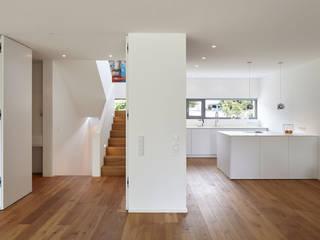Modern kitchen by Falke Architekten Modern