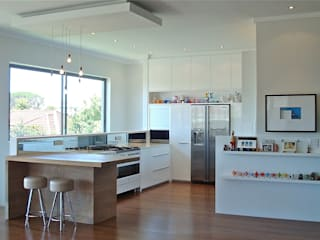 White Kitchen:  Kitchen by Turquoise