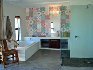 Open plan Modern bathroom by Turquoise Modern