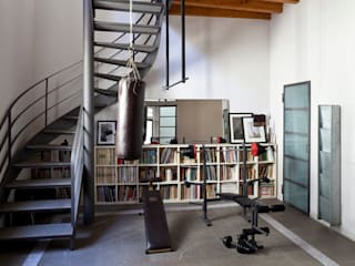 Casa Orsini: Palestra in stile  di Orsini Architects,