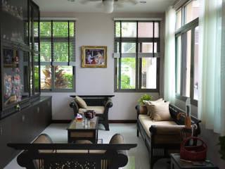 Salas de estar ecléticas por Aim Ztudio Eclético