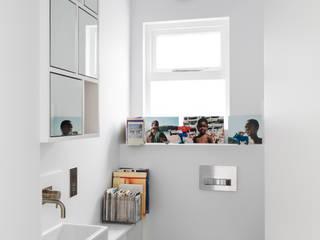 Arlington Avenue:  Bathroom by Shade Abdul Architecture
