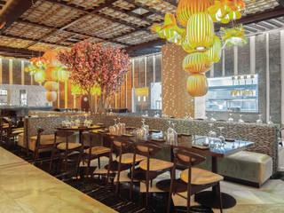 Restaurante oriental: Restaurantes de estilo  por Marbol industria Mueblera
