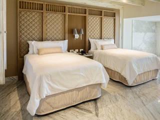 Moon Grand, Cancun: Hoteles de estilo  por Marbol industria Mueblera