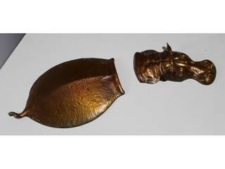 Hippopotame submergé en bronze :  de style  par Moinat SA
