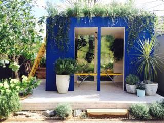 ウォーターカーテンのある部屋: Garden & Landscape Design 風姿花伝が手掛けた会議・展示施設です。,地中海
