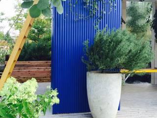 ウォーターカーテンのある部屋: Garden & Landscape Design 風姿花伝が手掛けた商業空間です。,モダン