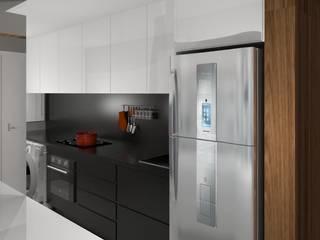 AP CC: Cozinhas  por Caroline Castillo Arquitetura,Moderno