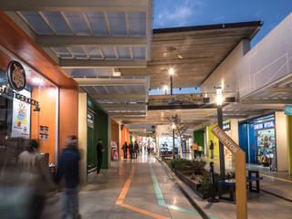 locales comerciales hilvana: Centros Comerciales de estilo  por Grupo Link