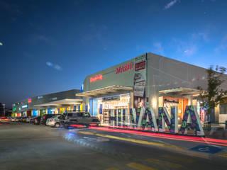 Acceso Hilvana: Centros Comerciales de estilo  por Grupo Link