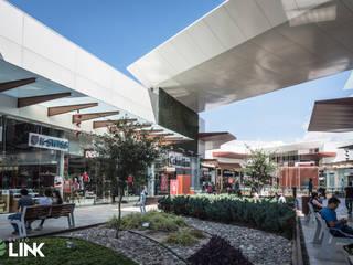 Factory Outlets Interior: Centros Comerciales de estilo  por Grupo Link