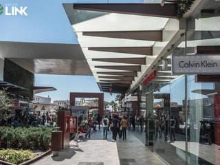 Factory Outlets Pasillo: Centros Comerciales de estilo  por Grupo Link