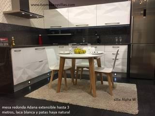mesa redonda de estilo nordico extensible:  de estilo  de Tusmesasysillas.com