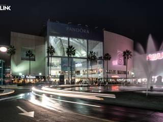 Exterior Galerias Guadalajara: Centros Comerciales de estilo  por Grupo Link