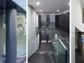 Edificio de Oficinas O´Donnell 12 Pasillos, vestíbulos y escaleras de estilo moderno de Fenwick Iribarren Architects Moderno