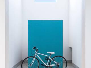 中野晋治建築研究室 สไตล์ผสมผสาน ทางเดินห้องโถงและบันได