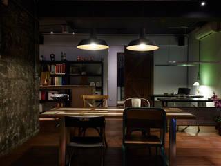 隨意放鬆小酒館的feel 弘悅國際室內裝修有限公司 辦公室&店面 實木 Wood effect