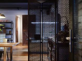 隨意放鬆小酒館的feel 弘悅國際室內裝修有限公司 辦公室&店面 銅/青銅/黃銅 Black