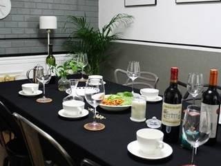 Salle à manger moderne par 하얀나무 Moderne