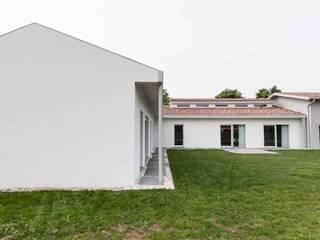 от TIXA STUDIO ASSOCIATO DI INGEGNERIA E ARCHITETTURA Модерн