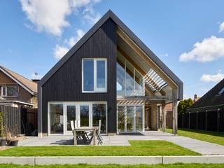 Villa in Sint Pancras Moderne huizen van Broos de Bruijn architecten Modern